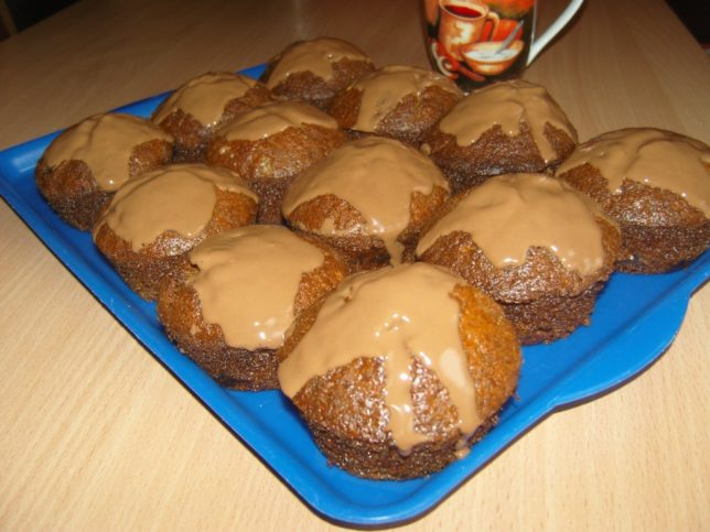 csupa csokis muffin tálcán