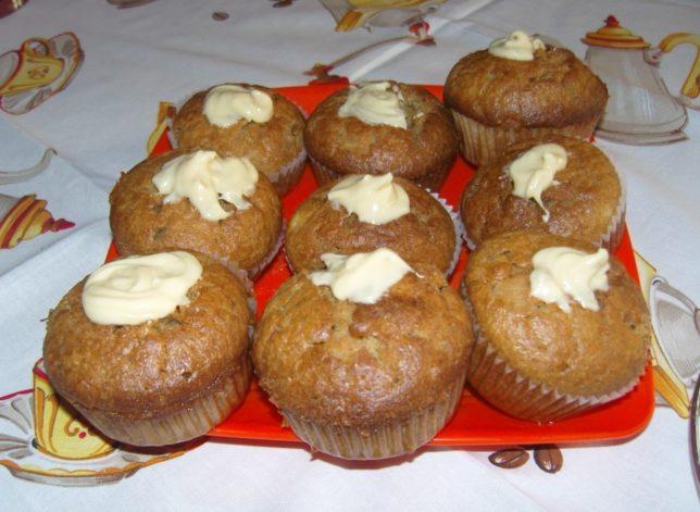 körtés muffin tálalva