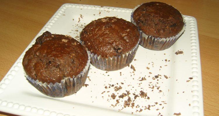 lekváros csokis muffin tálalva