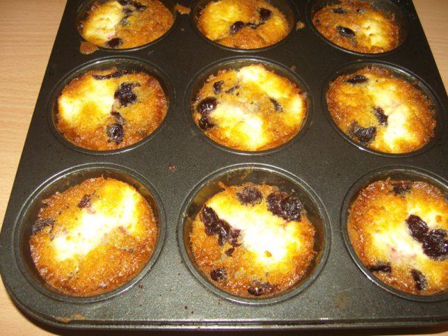 kisűlt túrós meggyes muffin